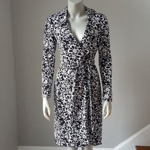 "DVF ""New Jeanne Two"" Iconic Wrap Dress Sz2"